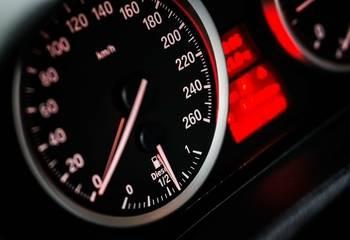 Inteligentny asystent prędkości – czym jest i jak działa ISA?