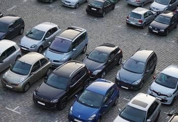 Szkoda parkingowa – oświadczenie sprawcy, kiedy wezwać policję
