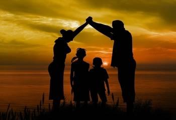 Zgłoszenie dziecka do ubezpieczenia – u pracodawcy i u ubezpieczyciela