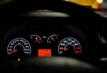 Kontrolki w samochodzie - co oznaczają kontrolki na desce rozdzielczej
