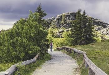 Co zabrać w góry – poradnik dla początkujących turystów