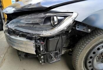 Szkoda całkowita auta – z AC czy z OC sprawcy? Co dalej?