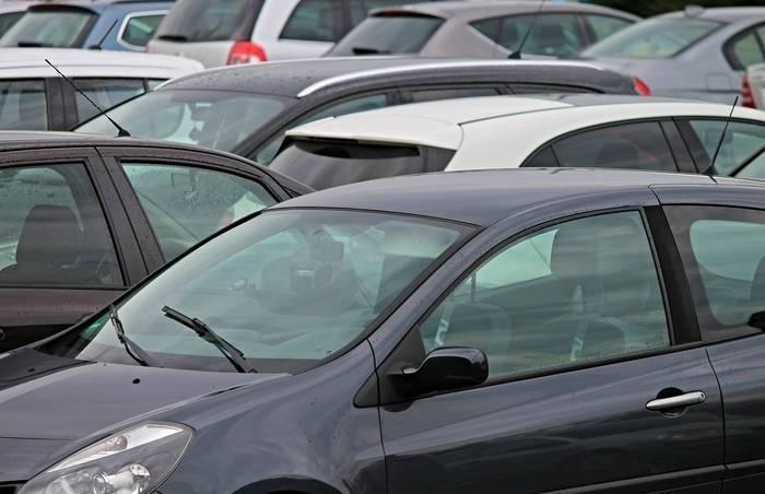 Przerejestrowanie samochodu – dokumenty, koszty, wniosek. Ile mamy na to czasu?