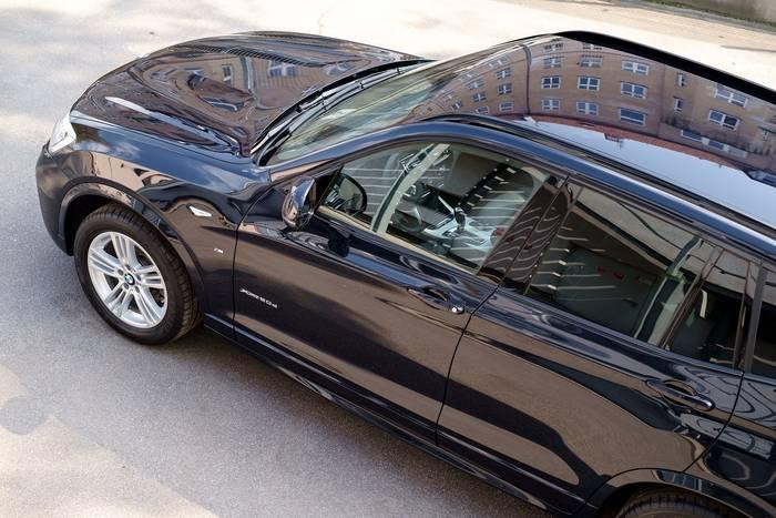 Jak przyciemnić szyby w samochodzie?