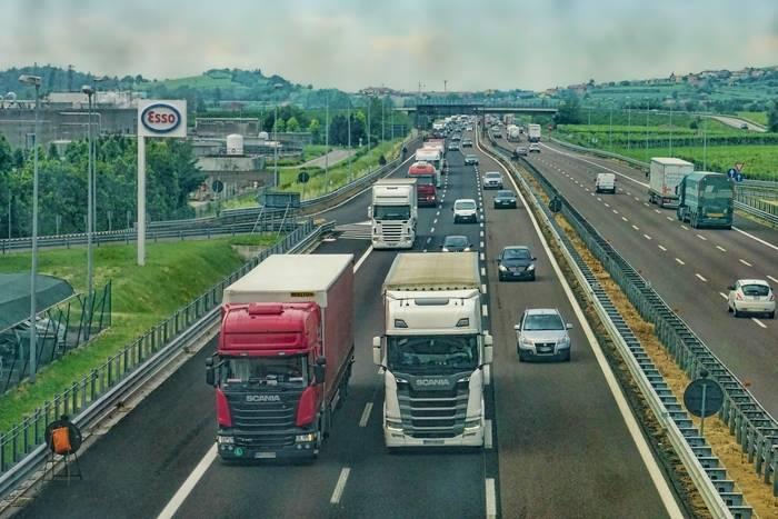 Pas awaryjny na autostradzie – do czego służy?