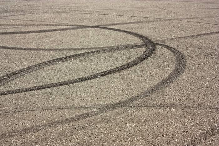 Droga hamowania samochodu - od czego zależy i jak ją obliczyć?