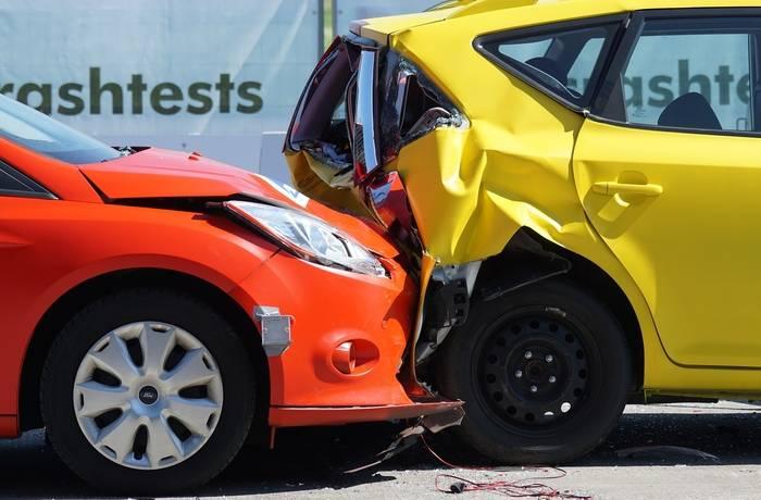 Oświadczenie sprawcy kolizji na parkingu – kiedy się przyda?