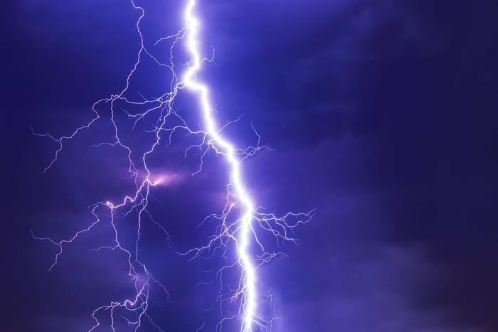 Przepięcie prądu - od kogo i jak żądać odszkodowania?