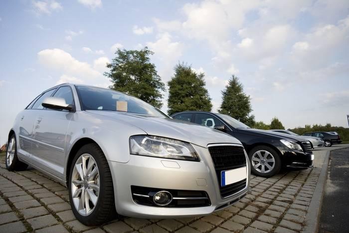 Kupno samochodu a OC - czy trzeba je przepisać lub wypowiedzieć?