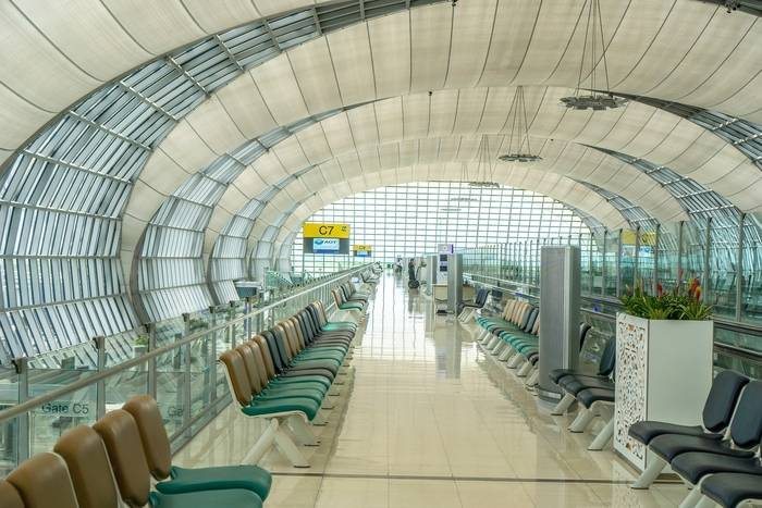 Odprawa na lotnisku – jak wygląda i ile trwa? Dokumenty i formalności